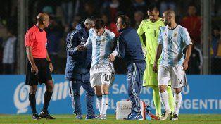 Qué dolor. El gesto de Messi lo dice todo. El crack rosarino no es de simular lesiones y por eso preocupó mucho el golpe que recibió.