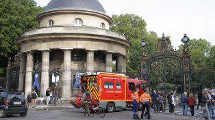 En el parque Monceau se estaba celebrando un cumpleaños cuando cayó un rayo.