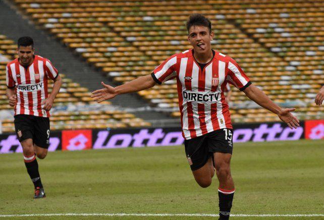 Juan Ignacio Cavallaro festeja su gol