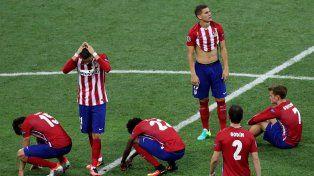 La desazón del Atlético tras la derrota en la serie de penales.