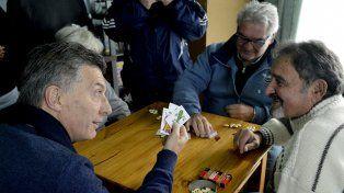 El jefe del Estado visitó un centro de jubilados y reivindicó la acción oficial con los abuelos.