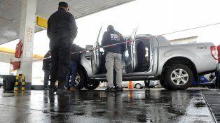 Rastros. La camioneta de Bedouret fue inspeccionada por peritos de la PDI en busca de elementos de prueba.
