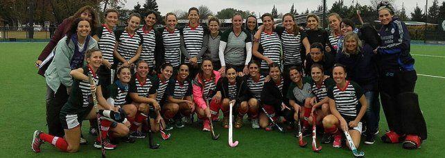Sonrisas compartidas. Las chicas y la felicidad de compartir el equipo con Luciana Aymar