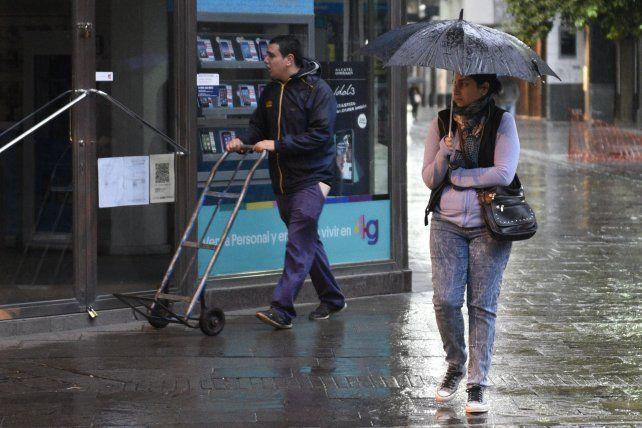 La lluvia seguirá durante toda la jornada.