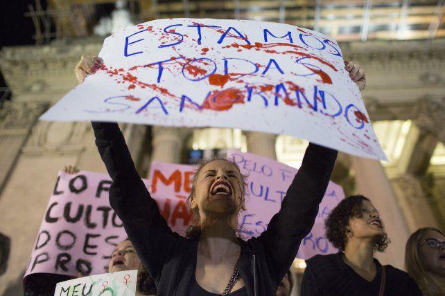 Destituyeron en Rio de Janeiro al comisario del caso por una violación grupal
