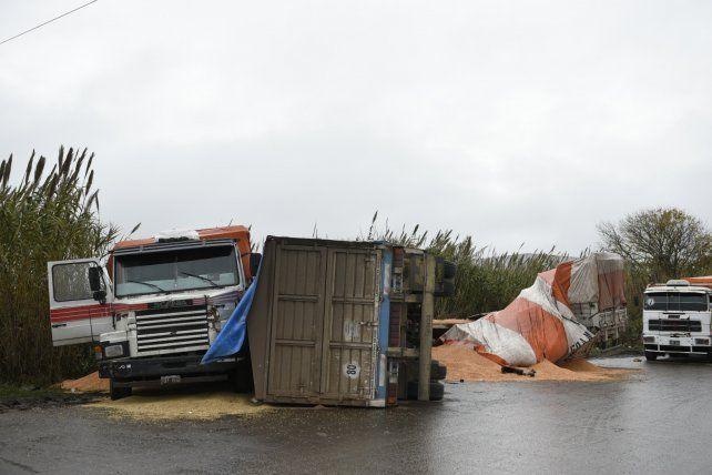 El choque se produjo de madrugada en Las Palmeras y Uriburu.