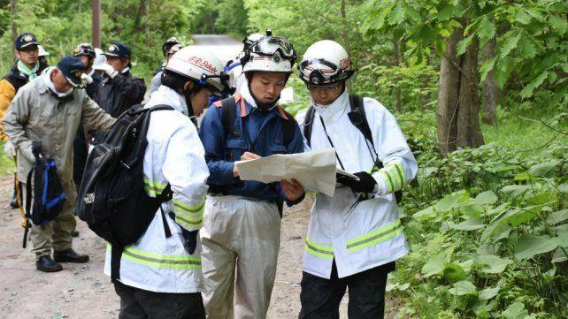 Más de 130 personas entre policías y bomberos buscan al chico en cinco kilómetros a la redonda.