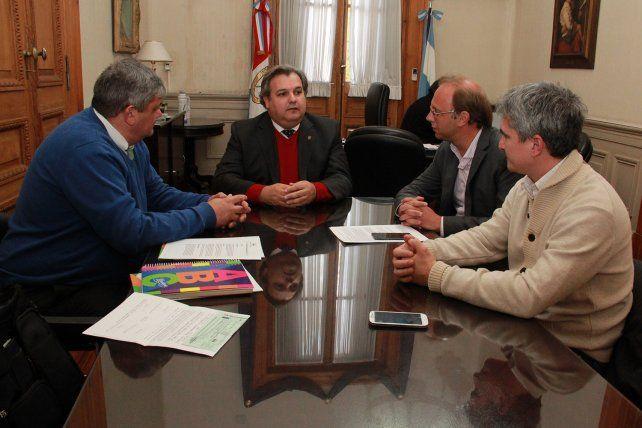 En pos de hallar una salida. El intendente Ricci mantuvo una reunión con los ministros provinciales.