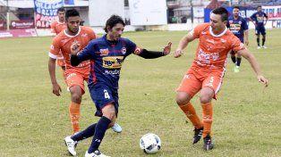 Marcó. El capitán Cristian Vella achicó con su gol la diferencia en Zárate.
