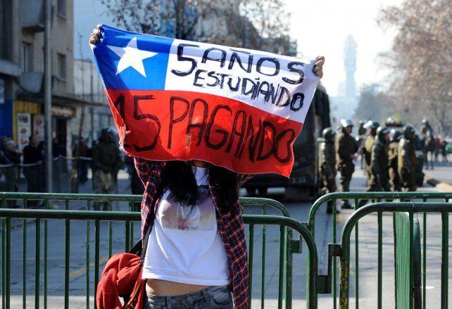 Marcha. Los estudiantes trasandinos exigen conocer el proyecto de reforma de la educación
