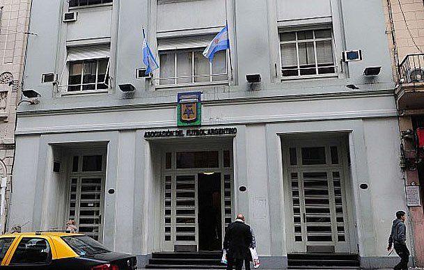 Las puertas cerradas. En calle Viamonte no se realizará el acto eleccionario programado para dentro de un mes. El gobierno nacional tomó medidas para realizar una auditoría.