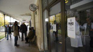 Con guardias. En el Hospital Centenario las guardias se brindaron para dar respuesta a la demanda de pacientes con enfermedades respiratorias.