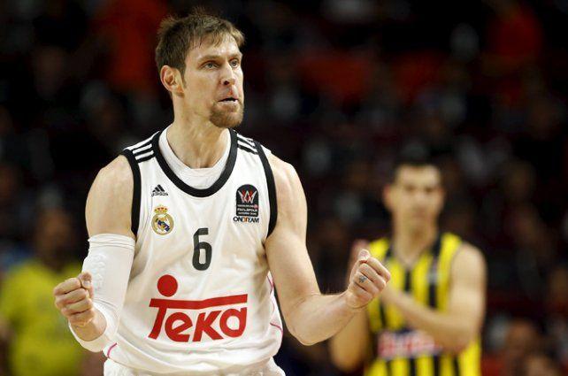 Festejo. El Chapu Nocioni celebra el pase a la próxima ronda de la ACB.