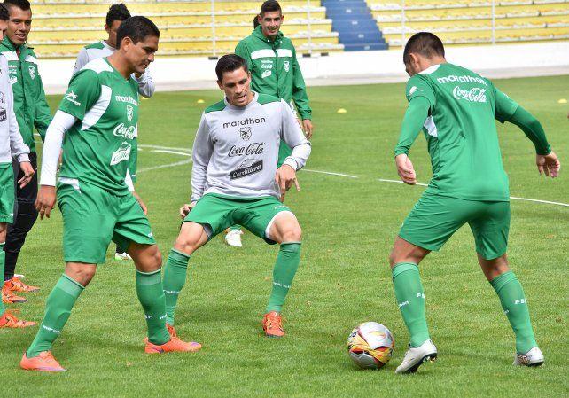 Práctica. El plantel boliviano se entrenó en jugadas de presión y reacción.