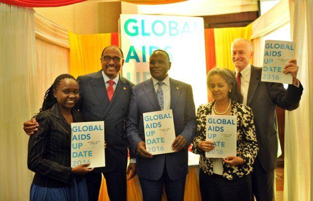 Preocupación. Michel Sibidé (segundo izquierda) y otros funcionarios de la ONU