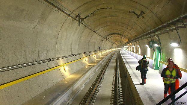 Se inauguró el túnel más largo y profundo del mundo que recorre 57 kilómetros en 20 minutos