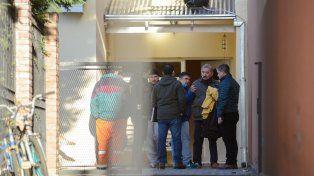 El fiscal Guillermo Marijuán ingresa a la vivienda de Alcorta al 770