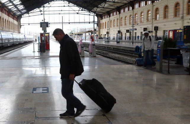 Servicios reducidos. La huelga afecta aproximadamente el 50% de los trenes de alta velocidad y los regionales.