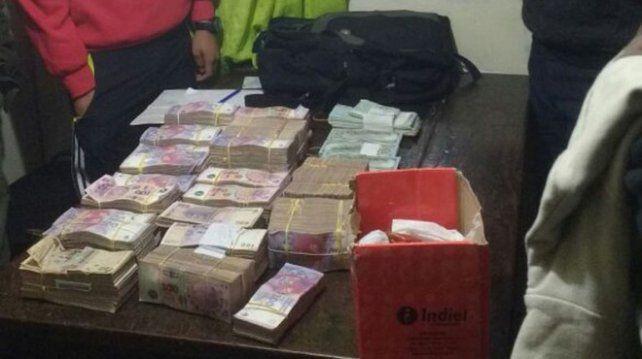 Recuperado. El dinero fue hallado en el interior de las bolsas.