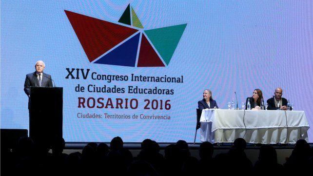 Lifschitz participó en Rosario de la apertura del Congreso Internacional de Ciudades Educadoras.