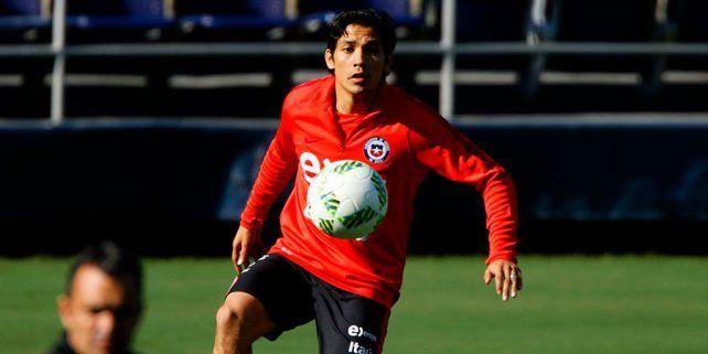 En San Diego. Matías Fernández presentó molestias en una práctica de la selección chilena en el estadio Qualcom.