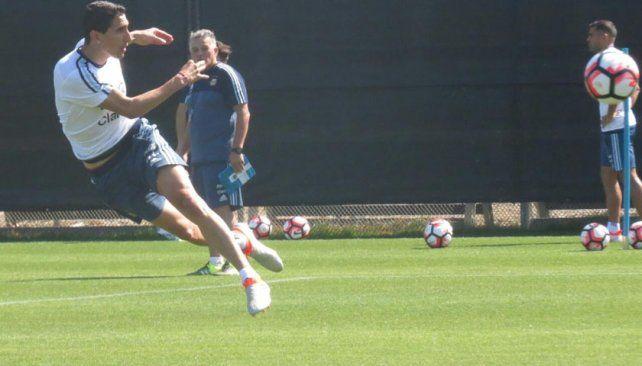 Zurdazo. Angelito Di María ensaya un remate durante el entrenamiento de ayer.