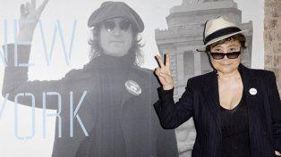 Yoko Ono llega al país para presentar una muestra.