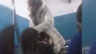 Una docente humilló en clase a una alumna con malformaciones físicas