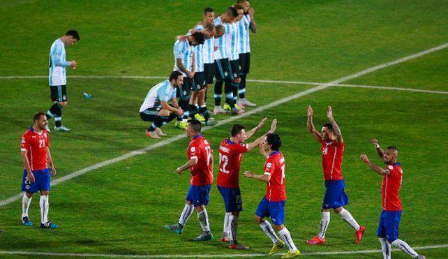Ultima imagen. Chile festeja y Messi y compañía lo sufren. Fue el año pasado.