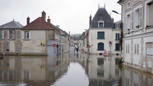 La crecida del Sena obligó al cierre del Louvre y pone en alerta a París