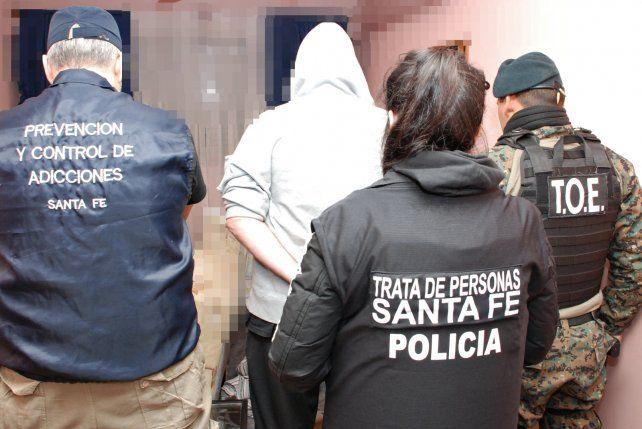 Uno de los detenidos anoche en los procedimientos en contra de la explotación sexual.