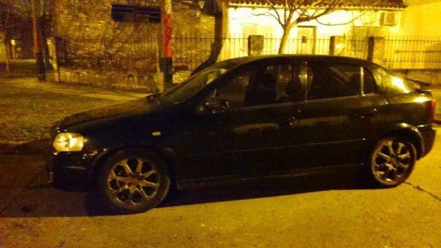 El auto en el que se desplazaban los sospechosos.