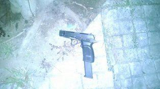 Una de las armas secuestradas a los delincuentes