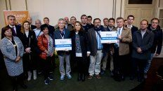 La intendenta Fein, junto a alcaldes de otras ciudades y funcionarios municipales, apoya la marcha Ni una Menos.