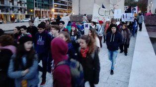 Multitudinaria marcha en Rosario contra el femicidio y la violencia de género