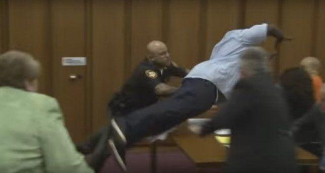 Mirá cómo reaccionó un padre al advertir que el asesino de su hija se estaba riendo