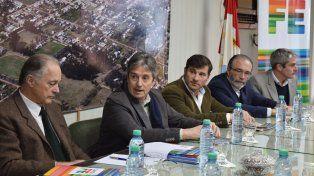 El ministro Garibay y el intendente Lattanzi (al centro)
