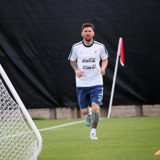 Lionel Messi se recupera de un fuerte golpe en la zona lumbar en el amistoso ante Honduras.