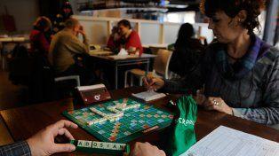 En acción. En un bar céntrico se jugaron ayer rondas del torneo local.