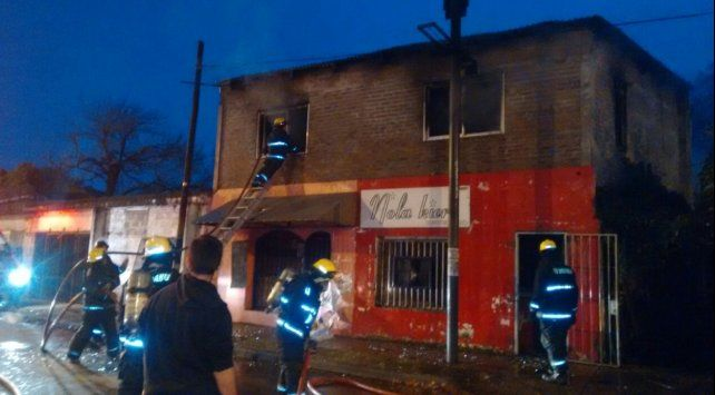 Personal de Bomberos Voluntarios controló las llamas.