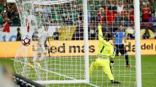 México vence 3-1 a Uruguay en electrizante debut en Copa América