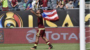 Josef Martínez celebra el gol que le dio el triunfo a Venezuela.