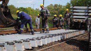 fallas. El proyecto estableció la construcción de 314 kilómetros de vías en dos etapas. A meses de funcionar el tren se detectaron las deficiencias.