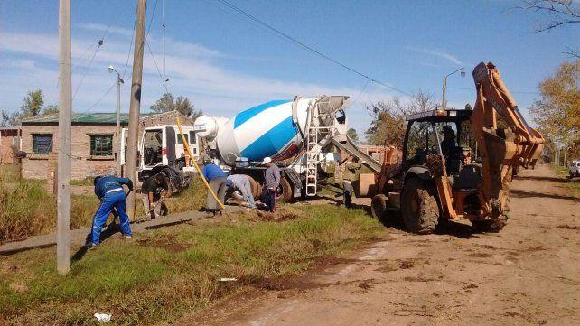 La tarea en el barrio Villa Flores complementa el pavimento que se ejecutó