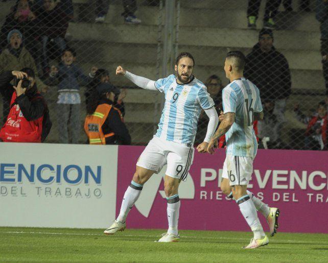 Gonzalo Higuaín será titular esta noche ante los trasandinos.