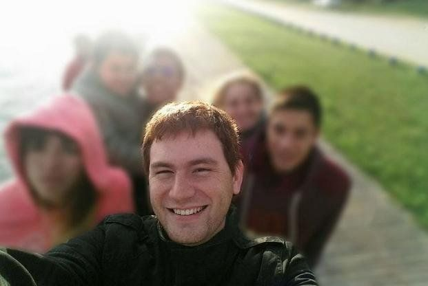 Mente brillante. David Varlotta en una selfie con amigos. Su mamá y su hermana ayer reclamaron Justicia.
