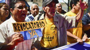 Presión. Antichavistas reclaman el llamado al referéndum contra Maduro.