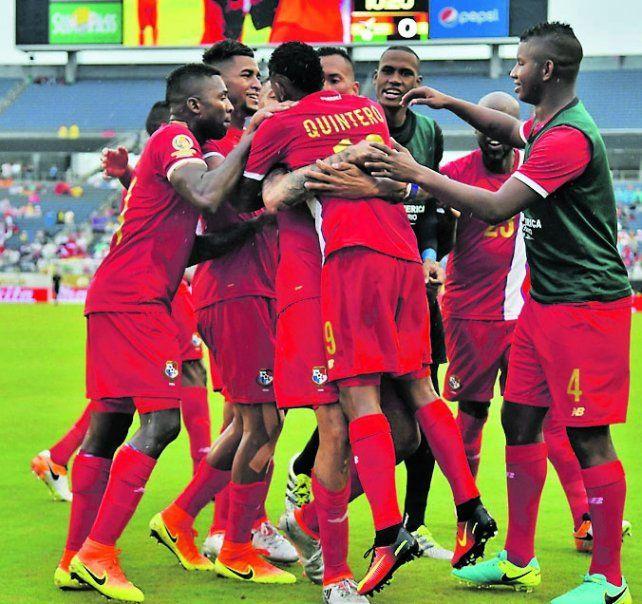 Lo festejaron así. Los panameños marcaron el 2-1 a poco del final.