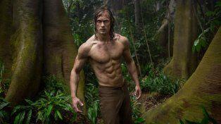 Alexander interpreta a un Tarzán muy musculoso.