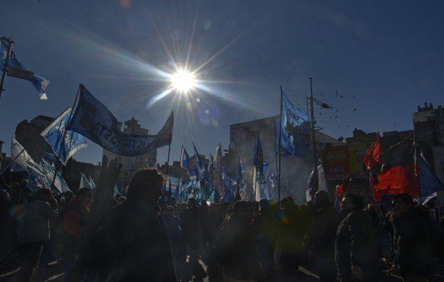 Una multitud se concentró esta tarde en la plaza Montenegro.